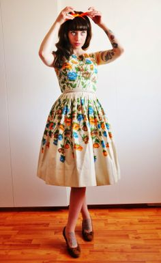 Vici Loves Vintage Love this look. wish I could pull the vintage thing off! Pretty Outfits, Pretty Dresses, Cute Outfits, Dresses Dresses, Retro Fashion, Girl Fashion, Vintage Fashion, Fashion Ideas, Vintage Outfits