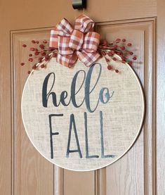 Autumn Crafts, Thanksgiving Crafts, Holiday Crafts, Easter Crafts, Crafts To Make, Diy Crafts, Front Door Christmas Decorations, Embroidery Hoop Crafts, Harvest Decorations