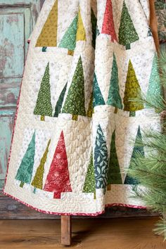 Pinehurst Green Fabric Kit – Limited Edition Source by Christmas Tree Quilt Pattern, Christmas Quilting Projects, Christmas Patchwork, Christmas Sewing, History Of Quilting, Laundry Basket Quilts, Winter Quilts, Patchwork Quilting, Quilt Kits