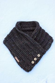 De dekensteek of blanketstitch. Diy Crochet And Knitting, Crochet Scarves, Crochet Clothes, Crochet Hats, Tweed, Crochet Shawls And Wraps, Crochet World, Vest Pattern, Crochet Accessories