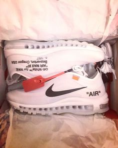 f7b9eb0293 Off-White x Nike Air Max 97 – The Ten EU41 Chaussure, Photographie,