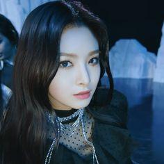 Kpop Girl Groups, Korean Girl Groups, Kpop Girls, Korean Beauty Girls, Asian Beauty, K Pop, Pretty People, Beautiful People, Yuehua Entertainment