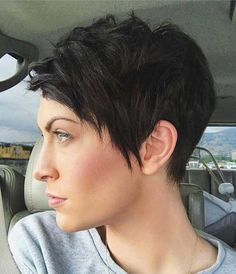 Best Short Haircuts for Funky-Short-Hair Beste Kurzhaarschnitte für Funky Short Haircuts, Edgy Haircuts, Haircuts For Curly Hair, Short Hair With Bangs, Pixie Hairstyles, Hairstyles With Bangs, Short Hair Cuts, Curly Hair Styles, Funky Short Hair Styles