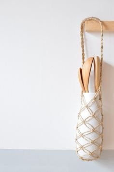 easy macrame knot....could do this around mason jars too...I'm having a serious 70s flashback!