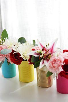 Делаем весенние вазочки для цветов из простых жестяных баночек!