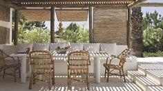 I thought these were roll down blinds. For sunny mornings. Maison de vacances au Portugal refaite par des décorateurs - Côté Maison