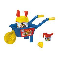 De Paw Patrol speelgoed kruiwagen heeft een lengte van 64,5 cm en is uitgevoerd in het thema van Paw Patrol. De kruiwagen wordt geleverd met verschillende accessoires: een emmer, zandvorm, gieter, hark en een schepje. Beleef eindeloos speelplezier in de zandbak, op het strand en/of in het water!Afmeting:  64,5 x 29,5 x 29,5 cm - Paw Patrol Kruiwagen met Accessoires BT