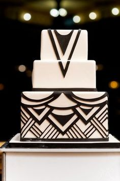 Art Deco wedding cake in black and white - interesting look