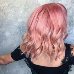 How to get the rose gold hair color trend Peach Hair, Rose Gold Hair, Pink Hair, Balayage Hair Blonde Medium, Hair Color Balayage, Haircolor, Blonde Hair, Kelly Slater, Gold Hair Colors