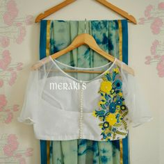 Merakis The Ethnic Studio. Blouse Back Neck Designs, Trendy Sarees, Fancy Sarees, Saree Blouse Patterns, Saree Blouse Designs, Jute, Saree Jackets, Chiffon, Saree Styles