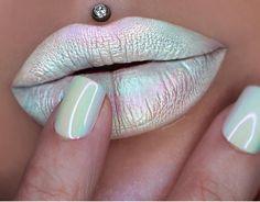 Miss jazmina d lip art | iridescent holographic jeffree star - drug lord + sugarpill - lumi eyeshadow + ABH - moonchild glow kit