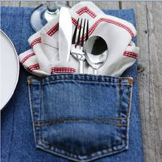 This looks like a pretty cool idea! And even though I put in on my sewing board - it's a NO-SEW place mat :)