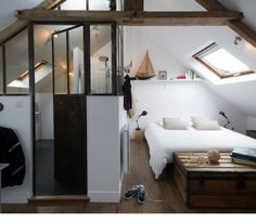 Deco chambre sous comble amenagement chambre sous combles also moi for prepare stunning deco chambre sous Attic Bedrooms, Bedroom Loft, Home Bedroom, Upstairs Bedroom, Master Bedrooms, Loft Room, Teenage Attic Bedroom, Mezzanine Bedroom, Attic Bedroom Small