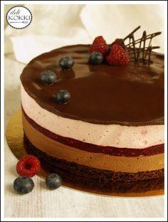 ildi KOKKI : Málna- és csokimousse torta Sweets Recipes, Cupcake Recipes, Resep Pastry, Cake Recept, Mousse Cake, My Best Recipe, Pavlova, Sweet And Salty, Cake Decorating