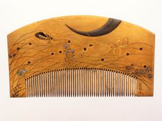 From the Nomura Shojiro Collection comes this middle-era Edo comb, which depicts a grasshopper busily eating while a larger animal looms. But are we seeing the animal's horn, while his hungry eyes focus on that grasshopper?