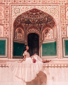 Samode Palace is a must stay at luxury hotel near Jaipur. Photography Poses, Travel Photography, Jaipur Travel, Travel Pose, Weather In India, Backpacking India, India Travel Guide, Indian Architecture, Ancient Architecture