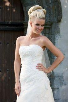 1833 - kr. 13.490,- Wedding Dresses, Fashion, Bride Dresses, Moda, Bridal Gowns, Wedding Dressses, La Mode, Weding Dresses, Fasion