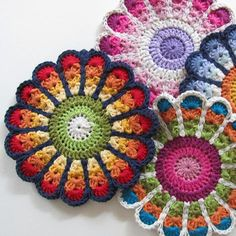 a thank you for miss betty at the library - use stash of variegated cotton for potholder set! Crochet Kitchen, Crochet Home, Love Crochet, Crochet Motif, Crochet Crafts, Crochet Flowers, Crochet Projects, Crochet Patterns, Crochet Potholders