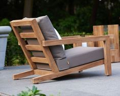 When you plan to invest in patio furniture you want to find some that speaks to you and that will last for awhile. Although teak patio furniture may be expensive its innate weather resistant qualit… Diy Garden Furniture, Diy Outdoor Furniture, Deck Furniture, Pallet Furniture, Furniture Projects, Furniture Plans, Outdoor Chairs, Furniture Design, Pallet Chair