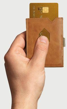 Exentri bankkártyatartóval egyetlen ujjmozdulattal elővarázsolhatja kártyáját.