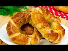 Dacă nu,acum e momentul să-i surprind. Arabic Dessert, Arabic Sweets, Arabic Food, Finger Food Appetizers, Finger Foods, Bagels, Biscuit Bread, Pastry And Bakery, Pastry Chef