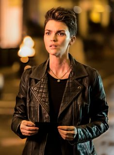 here the new fascinating ruby rose batwoman character kate kane jacket.it's black color double breasted leather jacket it's available in reasonable price… Batwoman, Batgirl, Rubin Rose, Lesbian Hair, Maggie Sawyer, Lgbt, Black Lightning, First Tv, The Cw