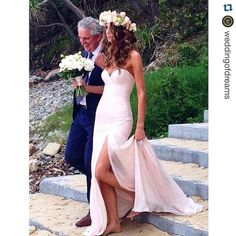 Gown by Jane Hill Bridal! Perfect for a beach wedding  Via @wedding_iinspiration