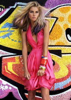 Troyt Coburn - Graffiti Girl (7 photos) - My Modern Metropolis