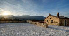 Borgotufi è un antico borgo rurale nel Comune di Castel del Giudice, restaurato e trasformato in albergo diffuso mediante un attento e accurato recupero architettonico.