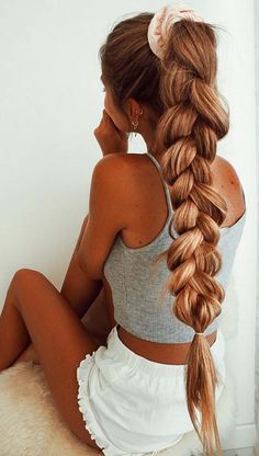 Ponytail hairstyles work for any occasion and styling them is incredibly simple. Ponytail hairstyles can get you ready in a flash, or you can dress them up for a big event Big Ponytail, Braided Ponytail, Box Braids Hairstyles, Pretty Hairstyles, Lazy Day Hairstyles, Updo Hairstyle, Everyday Hairstyles, Wedding Hairstyles, Hair Day