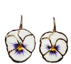 Oorbellen | bloem | blaadje | wit | viooltje | goud | bijzonder | met kraal | Pearls and Buttons