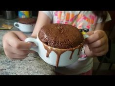 Mug cake de cola cao. Bizcocho fácil en 5 minutos - Anna Recetas Fáciles