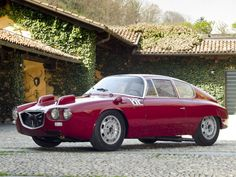 This is the 1964 Lancia Flavia Sport Corsa. Not sure if the Lancia design department were on vacation when this came out. Vintage Sports Cars, Vintage Cars, Turin, Sport Cars, Race Cars, Car In The World, Collector Cars, Old Cars, Car Pictures