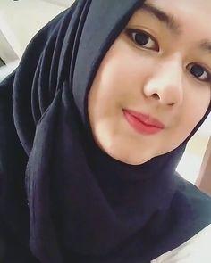 Beautiful Face Muslim of Indonesia Beautiful Hijab Girl, Beautiful Muslim Women, Cute Girl Pic, Cool Girl, Muslim Beauty, Islamic Girl, Hijab Chic, Stylish Hijab, Hijab Tutorial