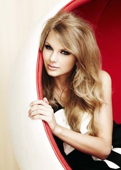 Taylor Swift. love her hair in this photo