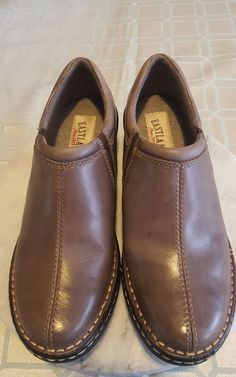 de1bd4bb6571 Women s Eastland Amorie 3096-49 Black Leather Slip-on Clog Shoe - Size 8