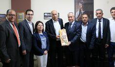 """Jibril Rajoub, führender Palästinenservertreter und potenzieller Nachfolger von Mahmoud Abbas, veröffentlichte kürzlich einen Artikel im Nachrichtenmagazin Newsweek, in dem er sich selbst als einen Verfechter des Friedens darstellte und vorgab, die Zwei-Staaten-Lösung zu unterstützen. Palestinian Media Watch (PMW) hat nachgewiesen, dass Rajoubs Behauptung in der Newsweek, ein Unterstützer der """"Vision zweier Staaten"""" zu sein, sich sehr deutlich von der Botschaft unt"""