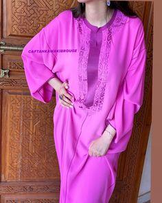 Morrocan Fashion, Mode Ootd, Kaftans, Abayas, Gold Hands, Get The Look, Hijab Fashion, Beautiful Outfits, Midi Skirt
