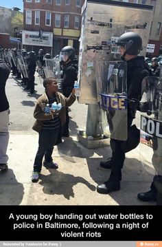 Heartwarming Pictures That Will Restore Your Faith In Humanity pics) Sweet Stories, Cute Stories, Baltimore Riots, Baltimore Police, Baltimore Maryland, Human Kindness, Kindness Matters, Touching Stories, Message Of Hope