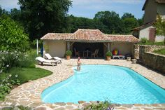 4-persoons vakantiehuis - Gite Le Touroulet - Dordogne. Met verwarmd zwembad, 3 slaapkamers, tuin met speelgelegenheid en dieren (1000 euro in het hoogseizoen).