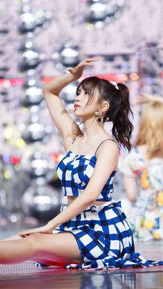 K-Pop Babe Pics – Photos of every single female singer in Korean Pop Music (K-Pop) Nayeon, Kpop Girl Groups, Korean Girl Groups, Kpop Girls, Twice Debut, Manolo Garcia, Rapper, Sana Momo, Myoui Mina