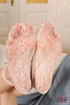 011.jpg (532×800) sexi feet, sexi leg, wht lace