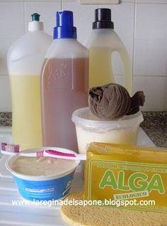PASTA DI SAPONE AL BICARBONATO PULITUTTO! Ingredienti: 1 panetto da 500 gr. di sapone Alga 1 pacchetto da 500 gr. di bicarbonato di sodio 1 cucchiaino di soda Solvay 2 cucchiaini di sale fino 100 gr. di fecola di patate 20 ml di alcol etilico denaturato (quello rosa) 100 ml di acqua di rubinetto  o.e. a piacere
