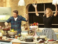 Courtesy Jamie Oliver In a new video to benefit Stand Up to Cancer, Taylor Swiftbattles chef Jamie Oliverina baking competition with plenty ofshade-throwing, dirty looks and awkward dance moves...