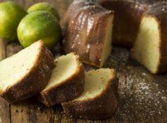 Ingredientes Para enfarinhar 1 colher (sopa) de manteiga sem sal 2 colheres (sopa) defarinha de trigo — 4 unidades deovos 1 xícara (chá) deiogurte natural 1 ½ xícara (chá) de açúcar refinado 2 colheres (sopa) deraspas de limão tahiti 2Saiba Mais +