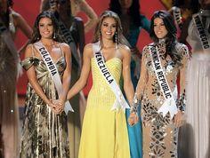 Top 3 finalistas - Miss Colombia Taliana Vargas, Miss Venezuela Dayana Mendoza y Miss República Dominian Marianne Cruz González, quien lució un traje del Venezolano Alejandro Fajardo..