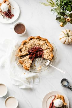 bourbon cherry pie with crumble topping - Blue Bowl Pie Recipes, Sweet Recipes, Baking Recipes, Dessert Recipes, Baking Tips, Most Delicious Recipe, Delicious Desserts, Yummy Food, Thanksgiving Recipes