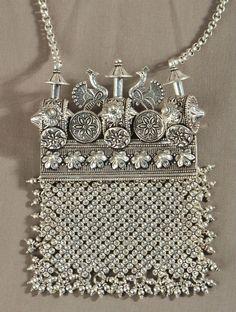 Silver purse ~ via Jaypore
