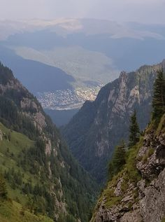 Bucegi Mountains  View from Jepii Mici in Automn #romania #beautifulromania #traveleurope #places_wow #placestovisit #placestogo #placestogothingstodo #travelinspiration #favouriteplacesspaces #amazingplaces #traveldestinations #aroundtheworld #wanderlust #voyage