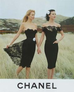 Claudia Schiffer and Shalom Harlow in the Fall '95 Chanel collection.